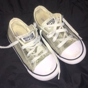 Girls 10c Converse in glittery gold